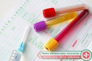 Tiểu ra máu ở nữ giới và những điều cần hiểu rõ